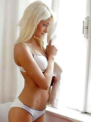 Blonde spinner Olivia...